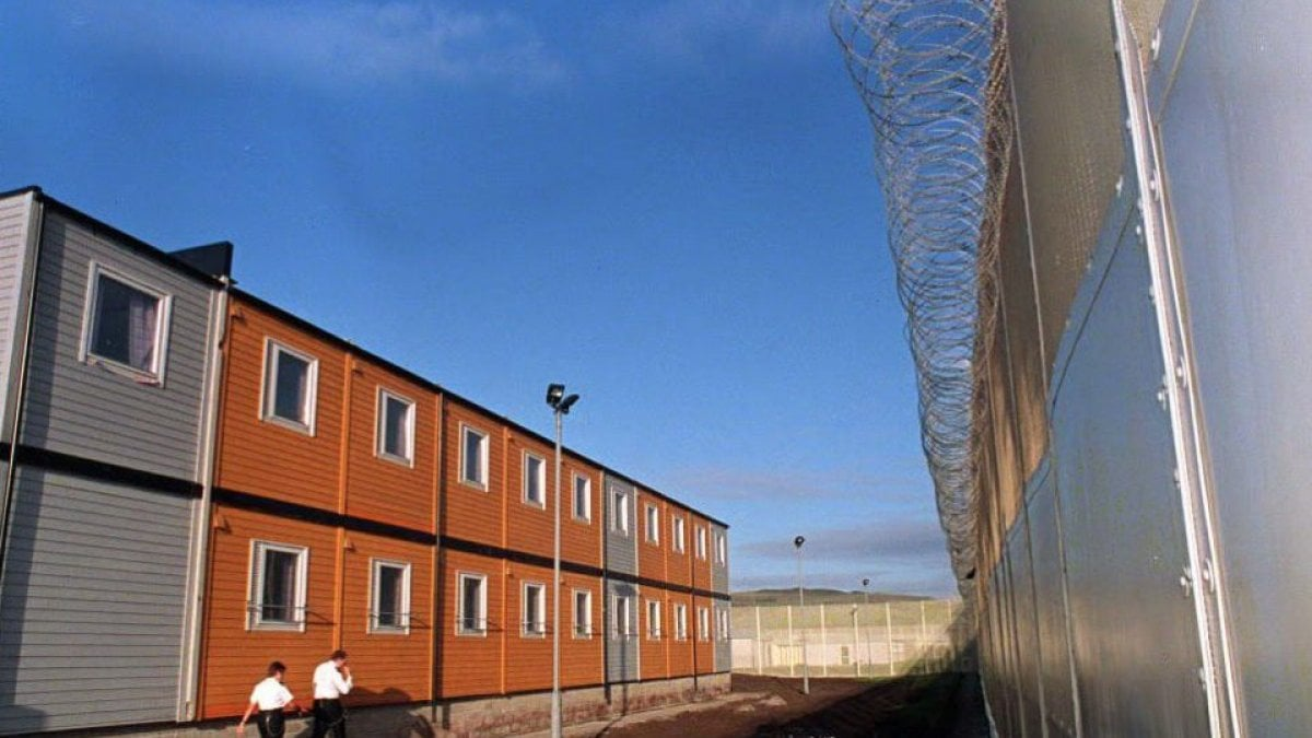 Running di sabato in prigione cos in inghilterra la for Nuova casa coloniale in inghilterra