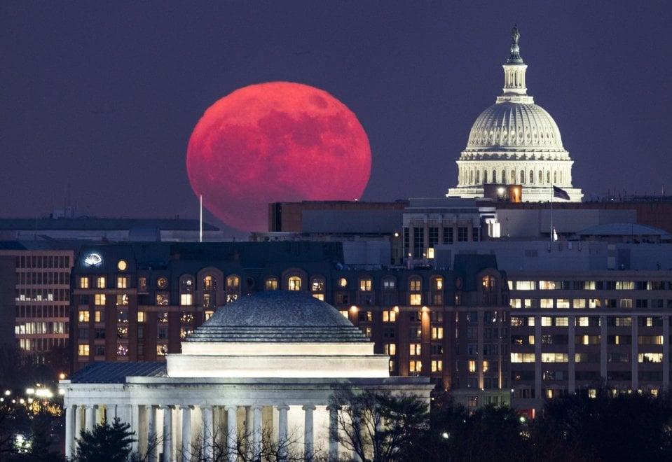 La notte della Superluna: lo spettacolo nel mondo