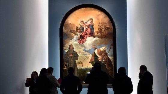 Natale a Milano: la Pala Gozzi del Tiziano illumina Palazzo Marino