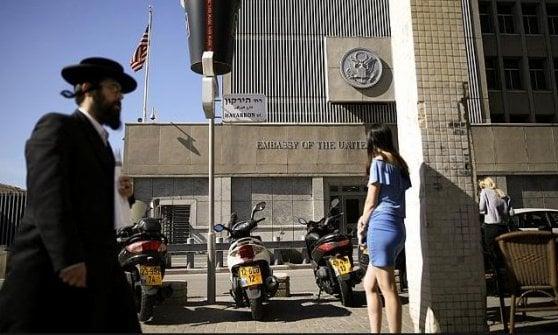 Trump decide: Usa sposteranno l'ambasciata a Gerusalemme. Abu Mazen telefona al Papa