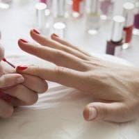 Epatite C: più infezioni per piercing, tatuaggi e manicure a rischio