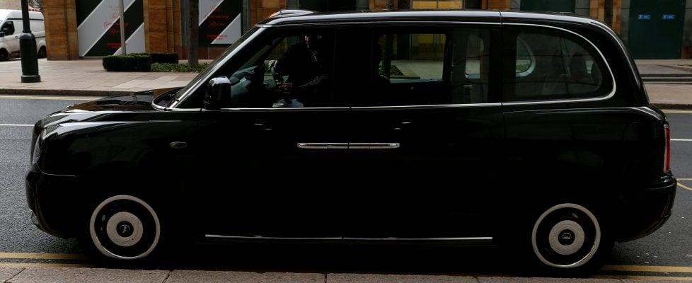 Londra, il giorno del debutto del taxi elettrico