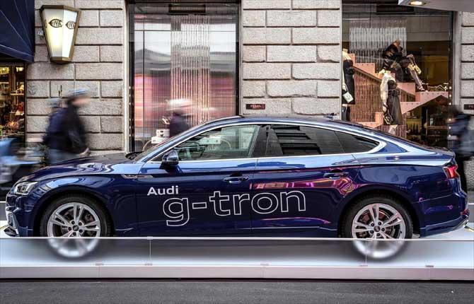 Audi g-tron protagonista in via Monte Napoleone