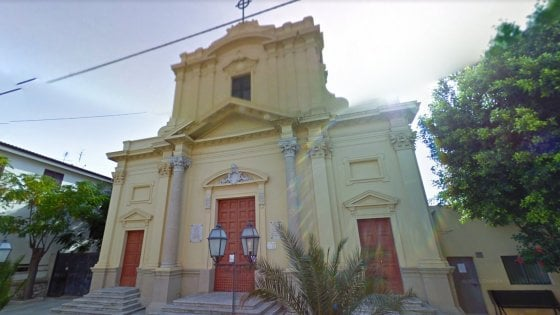 Pedofilia, la diocesi sospende un parroco di Reggio Calabria per rapporti con minorenni