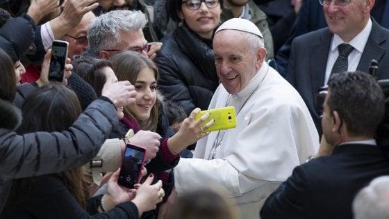 """Papa Francesco vuole cambiare il 'Padre Nostro': """"Traduzione non è buona, Dio non ci induce in tentazione"""""""
