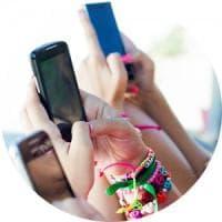 Smartphone, l'uso eccessivo provoca uno squilibrio nel cervello degli adolescenti