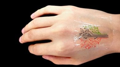 Il tatuaggio 'vivente' è stampato in 3D e reagisce sulla pelle