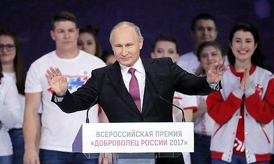 """Russia, Putin rompe gli indugi: """"Mi ricandido alle presidenziali"""""""
