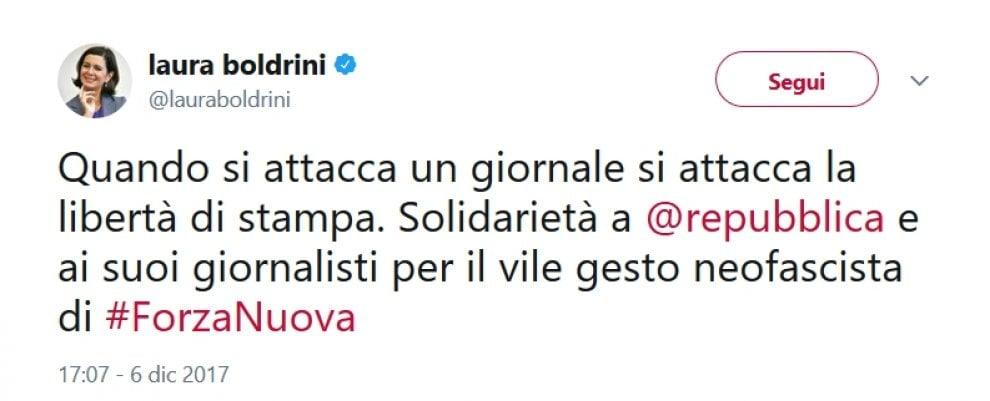Blitz di Forza Nuova sotto la sede di Repubblica: i tweet di solidarietà