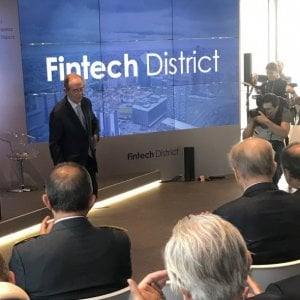 Il ministro dell'Economia Pier Carlo Padoan all'inaugurazione del Fintech district di Milano