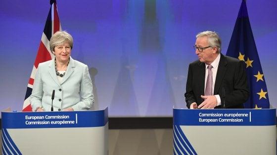 """Brexit: accordo di compromesso su cittadini Ue che rimangono, Irlanda e """"assegno di divorzio"""""""