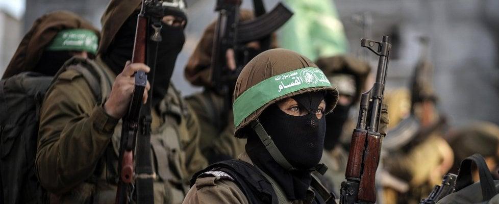 """Gerusalemme capitale, scontri in Cisgiordania: un palestinese ucciso, oltre 200 feriti. Hamas: """"Santa intifada va avanti"""""""