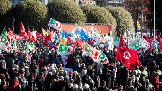 """Renzi: """"A Como bella giornata"""". Salvini: """"In piazza con il Pd chi sostiene immigrazione fuori controllo''"""