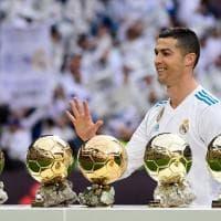 Tutto il Bernabeu per Ronaldo: in mostra i 5 Palloni d'Oro prima del Siviglia