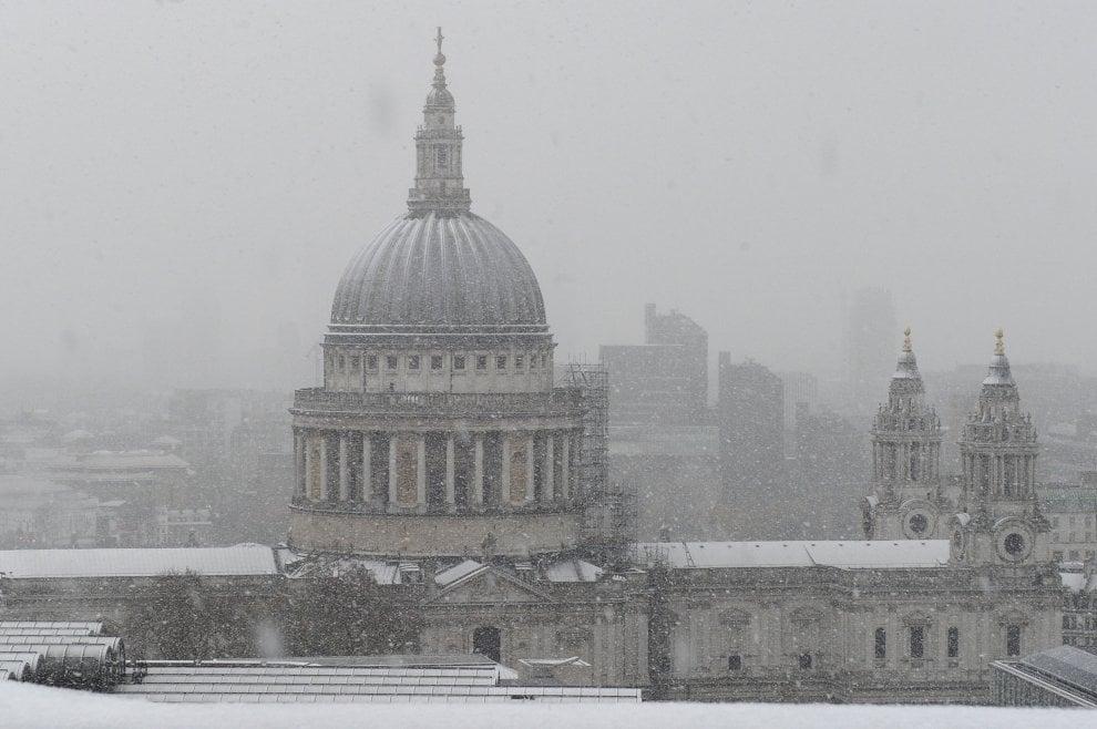 Londra sotto la neve, l'atmosfera è magica