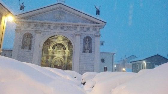 Allerta meteo rossa su Liguria e Toscana, forti nevicate al Nord