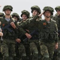 Siria, visita a sorpresa di Putin che ordina il ritiro delle truppe russe