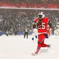 Nfl, lo spettacolo del football sotto la tormenta di neve