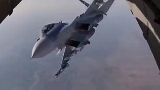 Sorpresa in volo sulla Siria:jet russo spunta dietro l'aereo