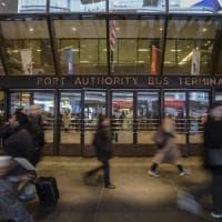 New York, evacuate tre linee della metropolitana per un'esplosione