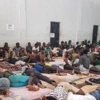Libia, l'evacuazione dei migranti-schiavi non c'è: per ora solo