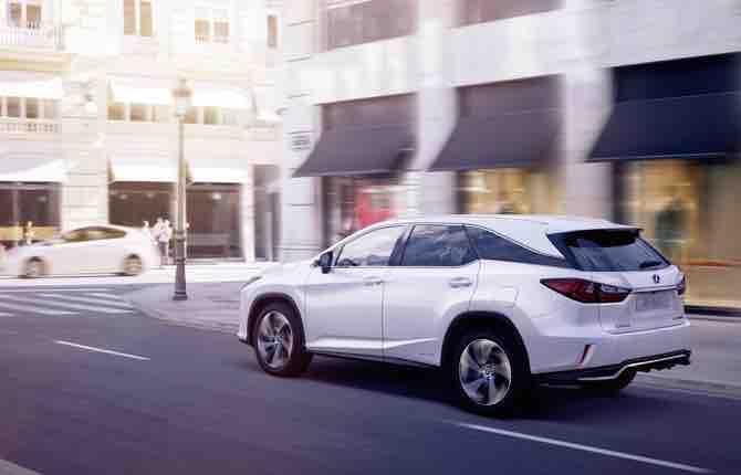 Nuovo Lexus RX L, quando un Suv non basta più