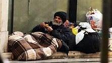 Ai senzatetto  uno smarphone gratuito e un'App per trovare  cibo e riparo