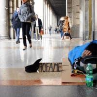 "Parigi, clochard trova un ""tesoro"" da 300mila euro e sparisce"