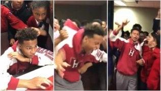 È ammesso ad Harvard a 16 anni:l'esplosione di gioia è contagiosa