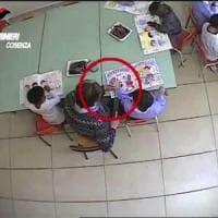 Cosenza, schiaffi e strattoni ai bambini: sospese due maestre