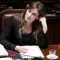 """Banca Etruria, M5S: """"Boschi ha mentito al Parlamento"""". Lei contrattacca: """"Niente..."""