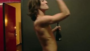 La solita 'sobrietà' dei Maneskin:il cantante è nudo nel videoclip