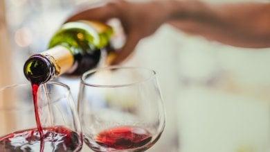 """Se beviamo più vino è anche  colpa dei bicchieri. """"Sette volte  più grandi di quelli passato"""""""