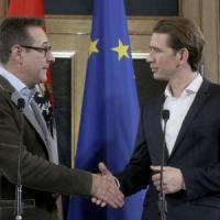 Austria, accordo per il governo tra il conservatore Kurz e il populista di destra Strache