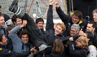 Vela, giro del mondo in solitaria in 42 giorni: il nuovo record è del francese Gabart