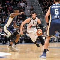 Basket, i Gentile guidano la rimonta: Bologna batte Torino e riparte