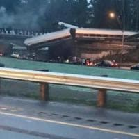 Treno deraglia su autostrada nello stato di Washington. Sceriffo: