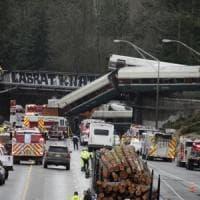Treno deraglia su autostrada nello stato di Washington: almeno 6 morti e 77 feriti