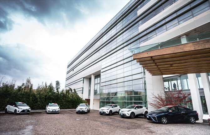 Toyota punta sull'elettrificazione della gamma