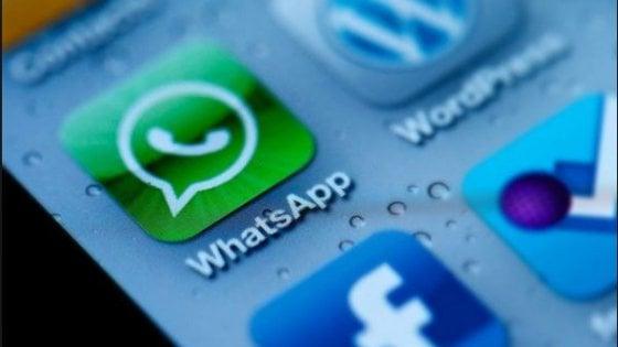 Francia, il garante della privacy a WhatsApp: stop alla condivisione di dati con Facebook