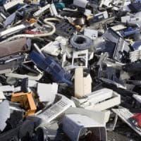 Sommersi dai rifiuti hi-tech: 52,2 milioni di tonnellate nel 2021