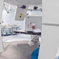 Tumori ossei, in Italia il primo studio clinico al mondo che confronta adroterapia e...