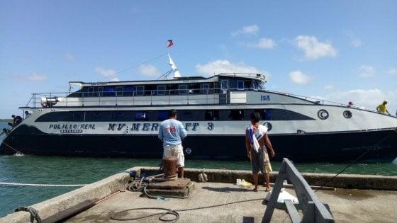 Si rovescia barcone con 251 persone a bordo