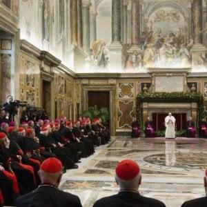 """Papa alla Curia: """"Complotti, piccole cerchie, traditori e approfittatori sono un cancro che s'infiltra anche negli ambienti ecclesiastici"""""""
