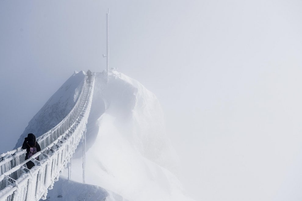 svizzera la camminata da brividi sul peak walk sotto i