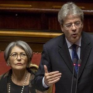 Il ministro per i Rapporti con il Parlamento, Anna Finocchiaro, con il premier Gentiloni