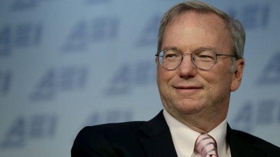 Eric Schmidt, il manager che ha fatto grande Google, lascia la presidenza della holding Alphabet