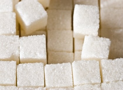 Bianco o bruno? La sfida dello zucchero