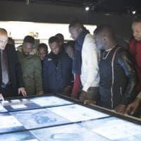 Al Museo dell'Istituto superiore di sanità i ricercatori accolgono i giovani migranti