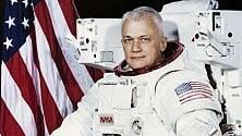 Addio a McCandless, primo uomo a fluttuare libero nello spazio